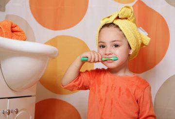 nina-cepilla-dientes-1