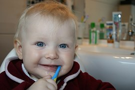 brushing-teeth-787630__180